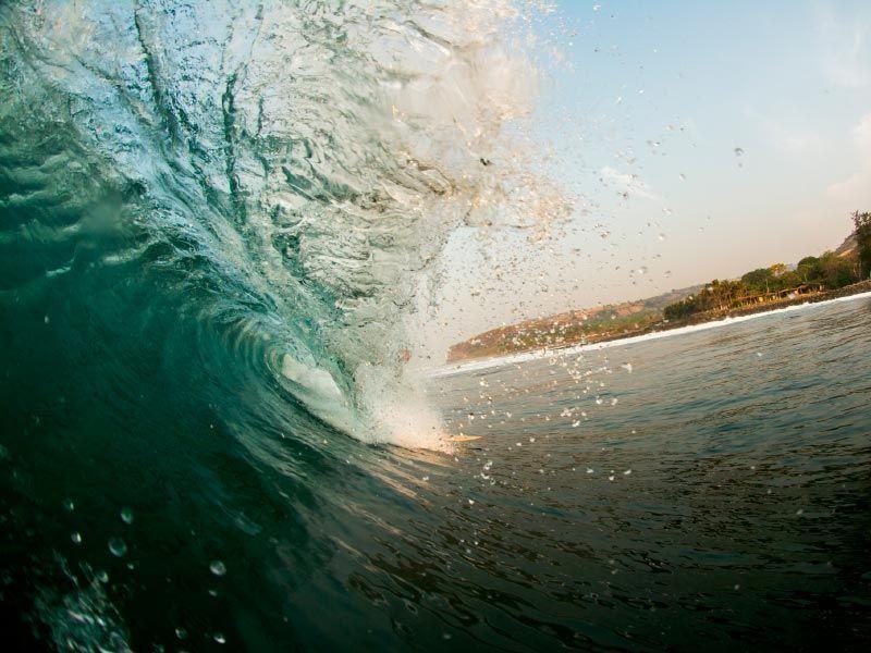 k59-el-salvador-surfing
