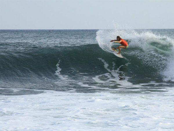 surfing-600-x-450-el-salvador-surf-trips-all-inclusive