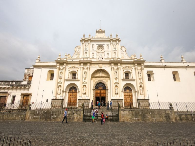 el tunco shuttle going to antigua guatemala, image of antigua old cathedral